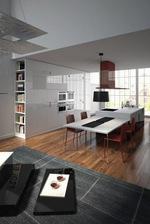 Кухненско обзавеждане с разчупена линия от шкафове за къща