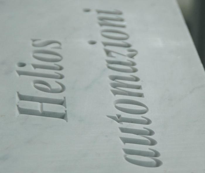 Издълбаване на надписи върху мрамор по поръчка