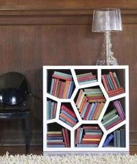 Дизайнерска конструкция от стиропор за книги
