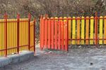 дървени огради подсилени с метални профили