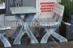 дървена маса с една пейка за механа и кръчма