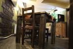 битова маса с един дървен стол по поръчка
