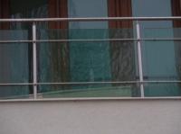 Парапет от зелено стъкло