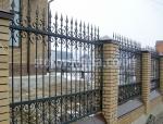 високи огради от ковано желязо