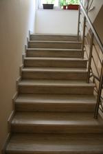 облицоване с мрамор на стълби