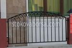 ниска ограда от метал