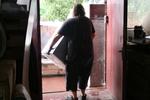 хамалски услуги по качване или сваляне на мебели и обзавеждане от апартаменти