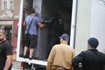 хамали за разтоварване на товари от камион
