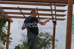монтаж на дървена пергола