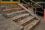 облицоване с гнайс на бетонно стълбище