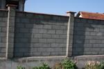 зидаме огради с бетонни тухли