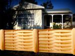дървени огради от чам с цветно лакиране