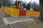 изработка на дървена ограда за детска площадка