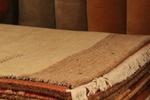 Ръчно вързани килими в различни десени